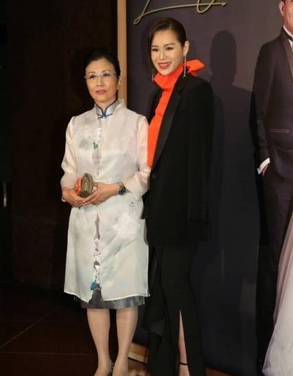 香港著名艺人薛家燕儿子石耀庭与Zoe结婚 多位香港艺人到场祝贺