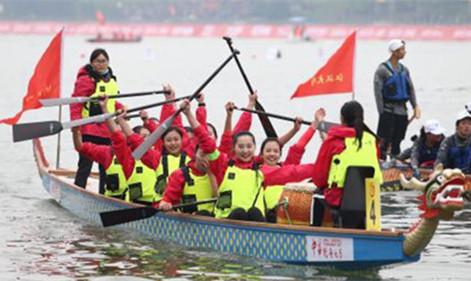 福建高校首支女子龙舟队飞桨创佳绩