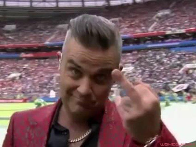 2018世界杯英歌手解释竖中指 其中缘由竟是因为这个引哗然