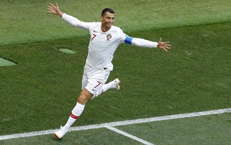 世界杯C罗两战狂灌4球 葡萄牙教练赞其像葡萄酒:越陈越香