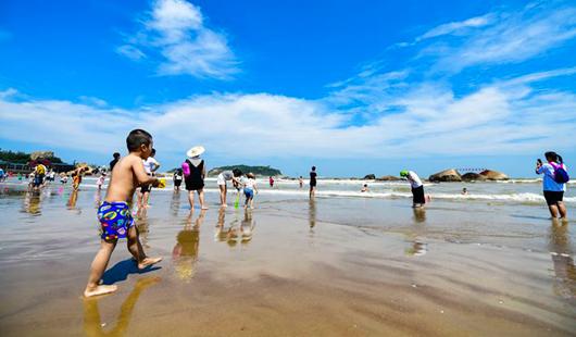 在长乐南澳海滩拥抱大海