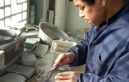用匠心雕刻人生——记洮砚制作技艺国家级传承人卢锁忠