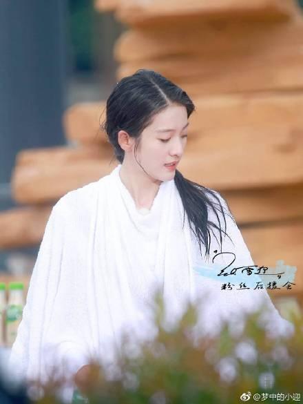 《高能少年团》张雪迎穿充气服变白胖子 长发飘飘清纯可爱(2)