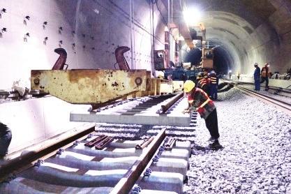 南龙铁路贯通 年底通车运营