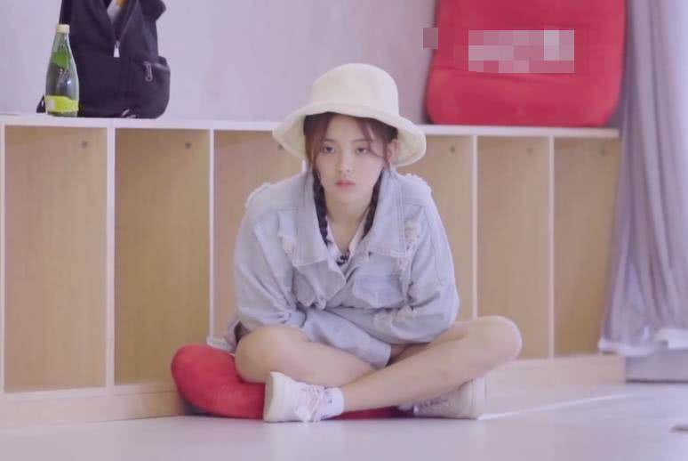 杨超越出道后压力大 舞蹈老师已经对她不耐烦!