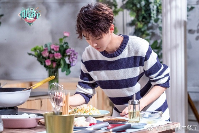中餐厅2王俊凯花絮照曝光 清新邻家少年变身大厨
