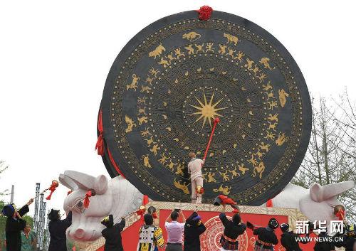 """""""世界最大铜鼓""""亮相广西环江 获吉尼斯世界纪录认证"""