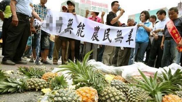 香蕉崩完凤梨崩,台湾水果为什么都卖不出去了?