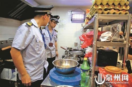 """泉州食药监部门突击检查 市区两家餐饮店""""吃黄牌"""""""
