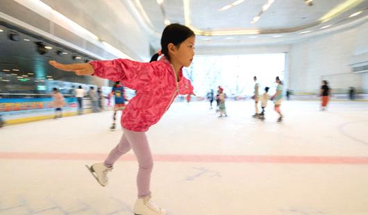 福州:夏日炎炎 滑冰运动热度不减