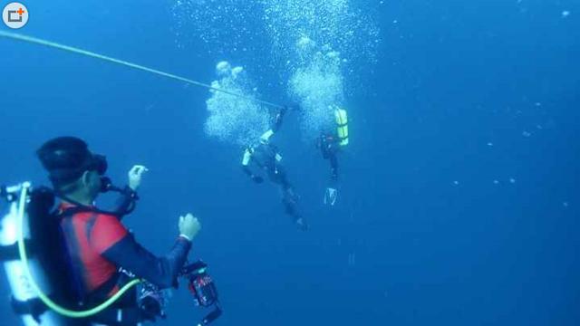 泰国普吉岛翻船事故沉船画面曝光,涉事船只在水下44米左右