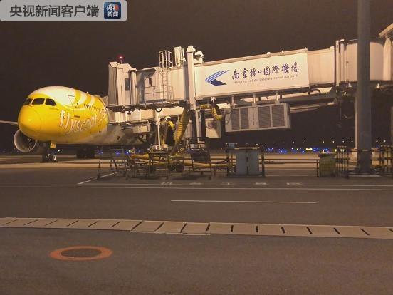 飞机轮胎破损航班取消 400名赴新加坡旅客受阻