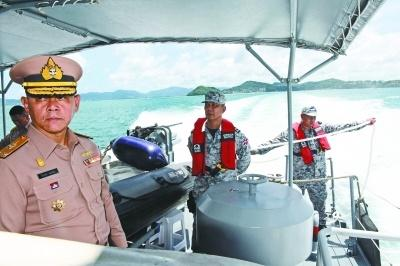 """从泰国""""凤凰""""号沉船内打捞出8具遗体"""