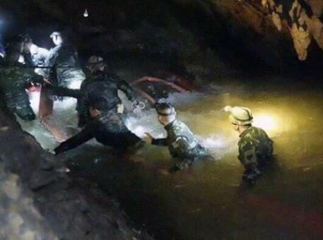 泰国少足队全数救出恐需4天 1少年被曝情况不佳