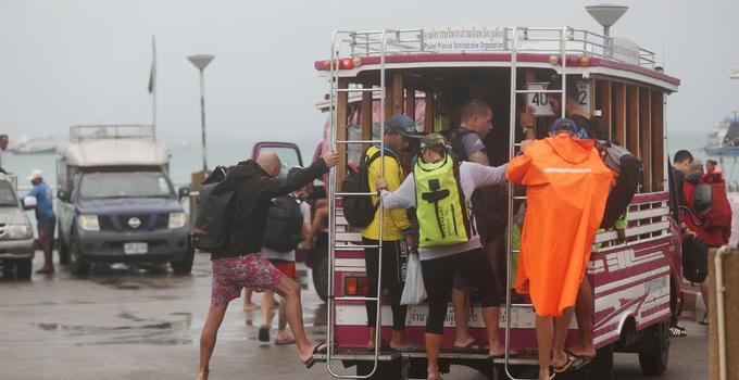 泰国普吉,中国游客仍在乘船出游