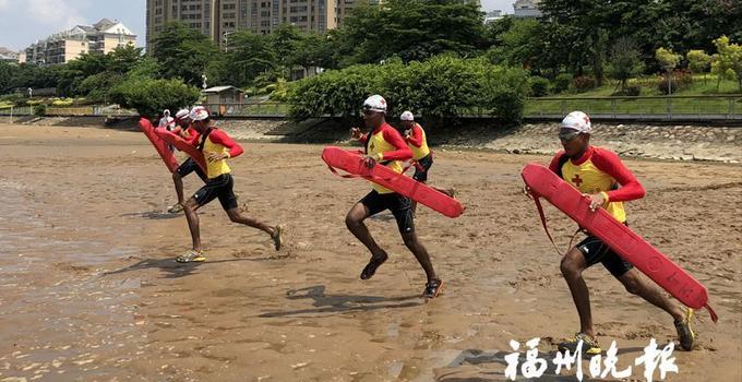"""15名""""老外""""来福州学习水上救生"""