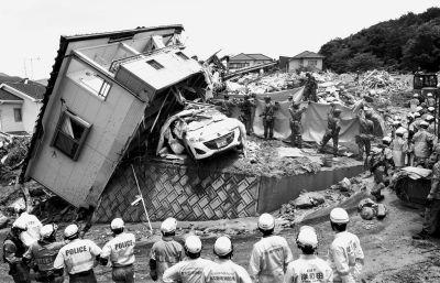 日本暴雨遇难过百 普京致电安倍哀悼洪灾遇难者