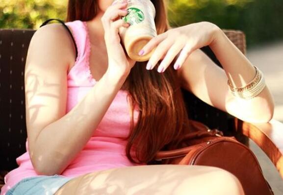 星巴克将全面停用塑料吸管是怎么回事?没有塑料吸管要怎么喝?