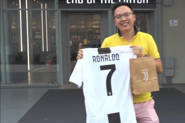 C罗尤文球衣卖火!全球首件被他买走 幸运儿疑是中国球迷