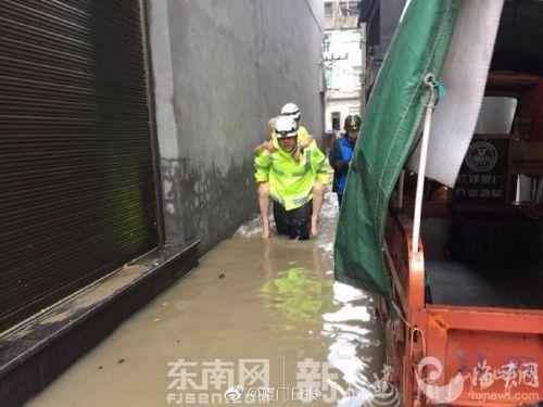 厦门飞鹰救援队到达霞浦牙城镇 开展救援工作