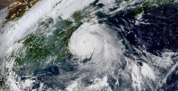 """台风""""玛莉亚""""来袭致多地停电 福建电力第一时间抢修恢复供电"""