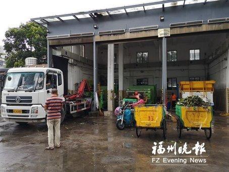 """福州环卫工清理1800吨""""台风垃圾"""""""