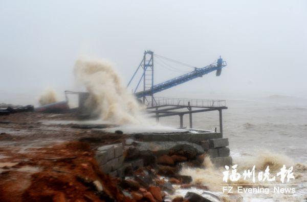 台风登陆点直击: 一场与时间的赛跑