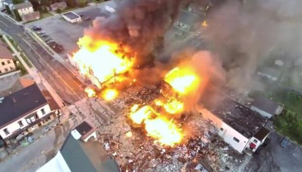 美发生天然气爆炸,周边多个商铺被掀翻,现场画面如同战区!