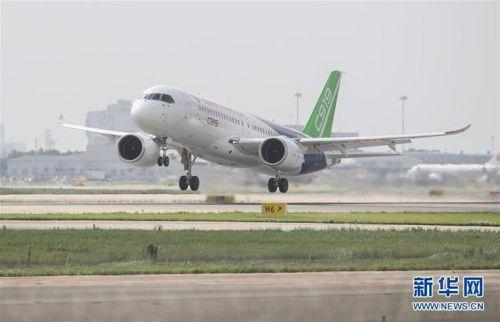 C919大型客机102架机转场东营试飞基地