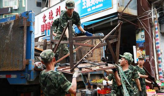 武警官兵驰援霞浦牙城镇灾后重建