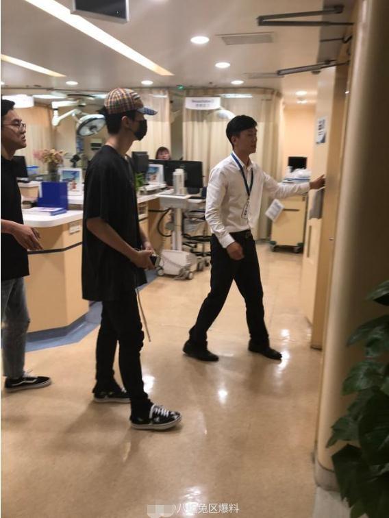 网友医院偶遇范丞丞称其很虚弱 因行程繁忙累病了?
