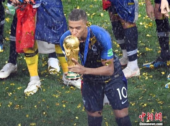 2018年俄罗斯世界杯个人奖项揭晓 凯恩世界杯获金靴魔笛摘金球
