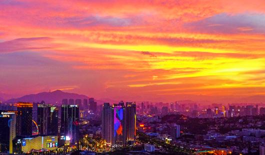 福建泉州:天马行空火烧云