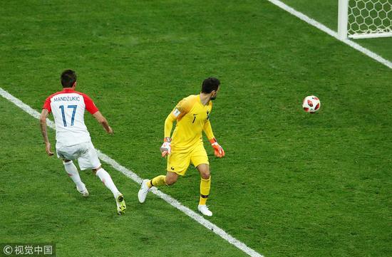 法国第二次收获世界杯冠军 洛里失误助库尔图瓦获金手套