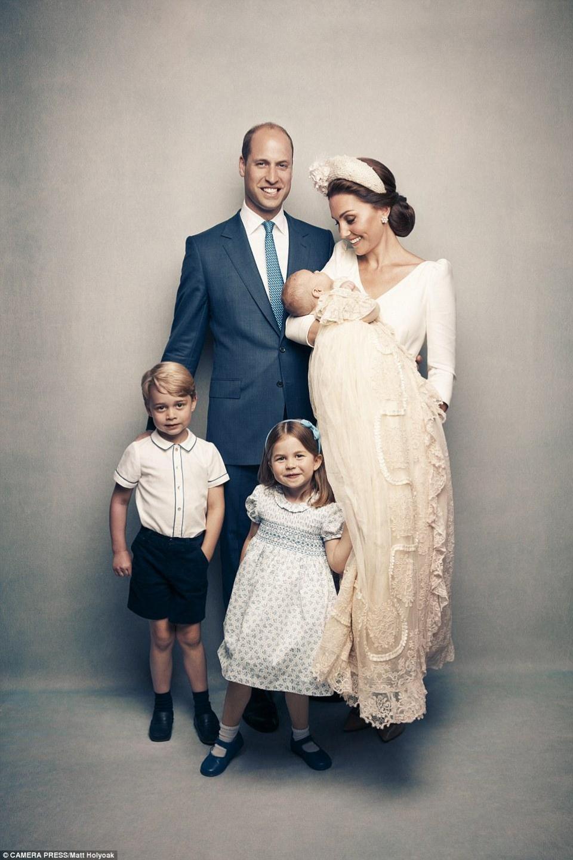 路易小王子洗礼全家福曝光,这王室一家人颜值爆表(图)