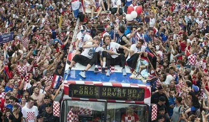 克罗地亚万人空巷是怎么回事 球员回国享受英雄般待遇