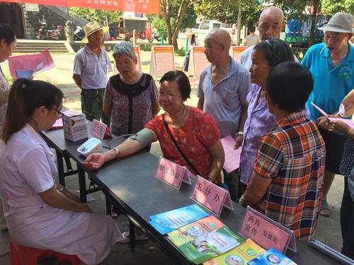 南平延平区王台镇开展世界人口日宣传服务活动