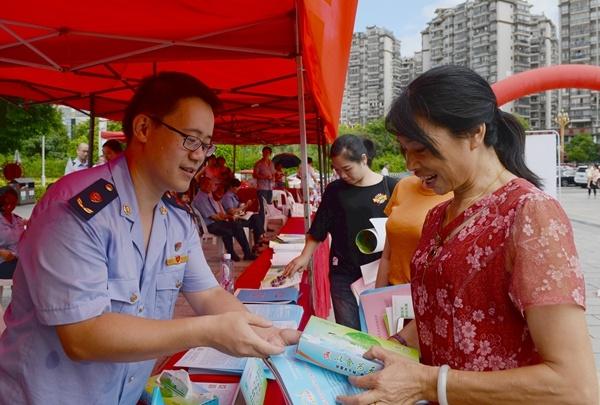 福州闽侯开展食品安全宣传活动 成立14支志愿者队伍