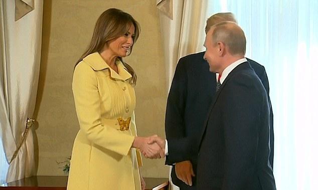梅拉尼娅与普京握手后表情异样 网友:她被吓坏了