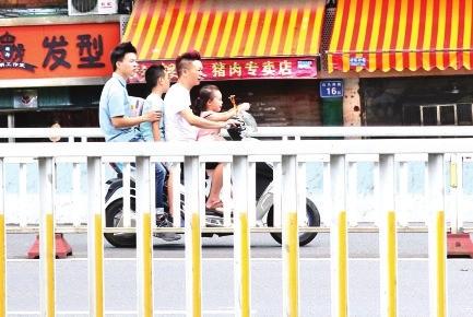 福州过江大桥 电动车违法回潮