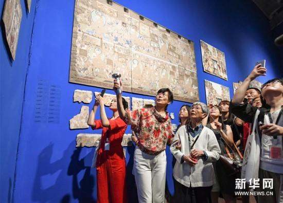 流失海外的新疆克孜尔石窟壁画及洞窟复原影像展举办