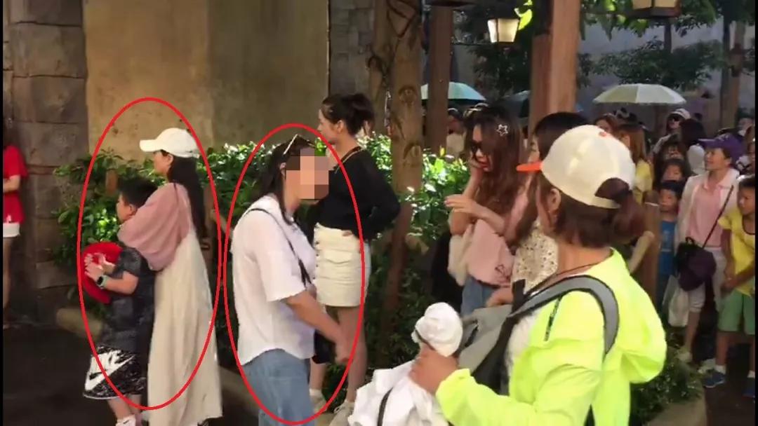 女子在迪士尼疑被摸臀还被打现场视频曝光太嚣张 在哪个迪士尼?