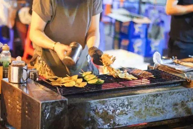 """抹蒜头酱、加甜酒腌……福州式烧烤 是江湖中的""""逍遥派"""""""
