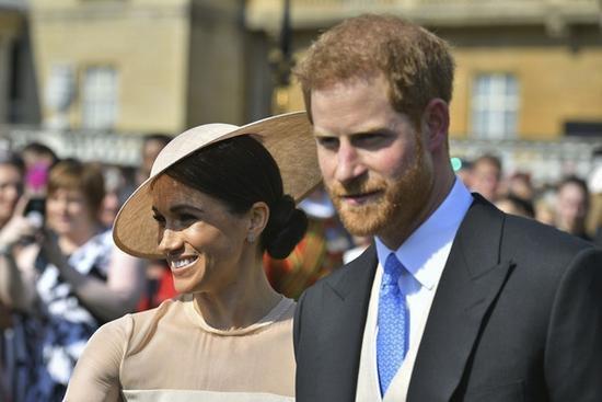 哈里岳父炮轰英国皇室是怎么回事 哈里岳父与梅根失联是真的吗