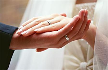 为什么很多人在婚礼这种重要场合上戴的都是假戒指?