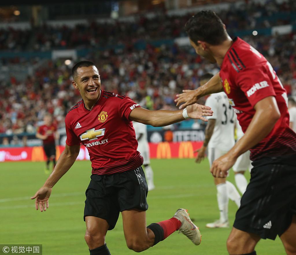 国际冠军杯-桑切斯传射本泽马破门 曼联2-1皇马