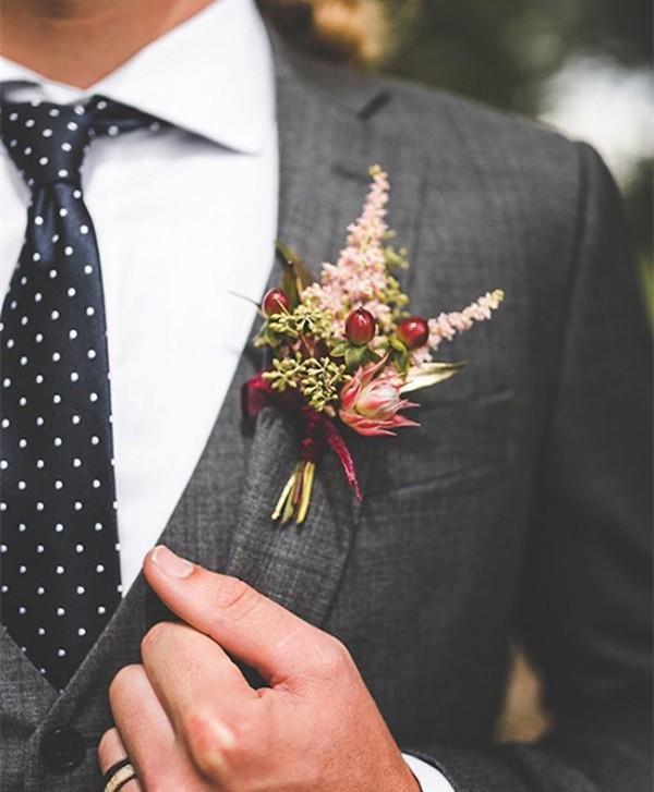 夏日婚礼新郎造型的正确打开方式是什么?衬衫+马甲