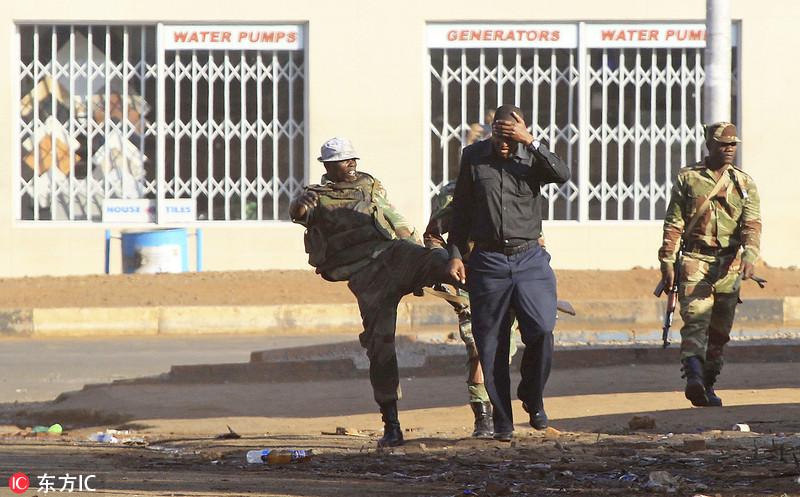 津巴布韦计票骚乱 当局出动装甲车一人被打死多人受伤