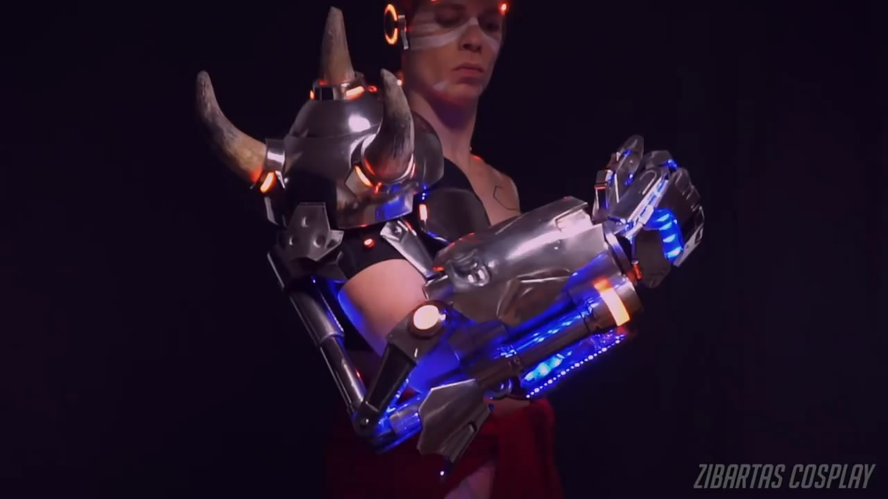 守望先锋毁灭之拳Cos 亮灯特效炫酷手臂可变形