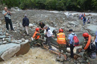 四川东拉山大峡谷遭遇泥石流 多人被困获救 景区临时关闭